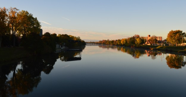 Looking south over the Welland Recreational Waterway from Division Street crossing, October 2014.
