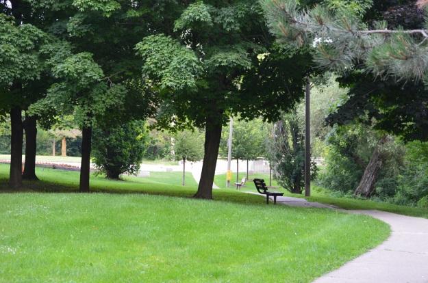 Riverbank Park, Niagara Street. Beautiful. (Photo by Joe Barkovich. Idyllic Welland is a recurring feature on the blog.)