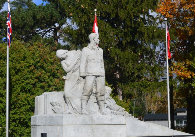 Welland-Crowland War Memoiral, Chippawa Park (Photo by Joe Barkovich)